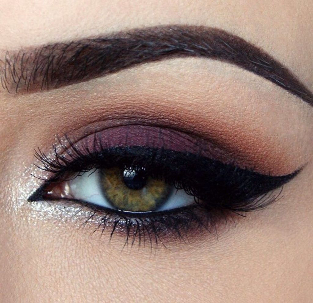 آموزش انواع سایه ی چشم در آموزشگاه آرایشگری زنانه