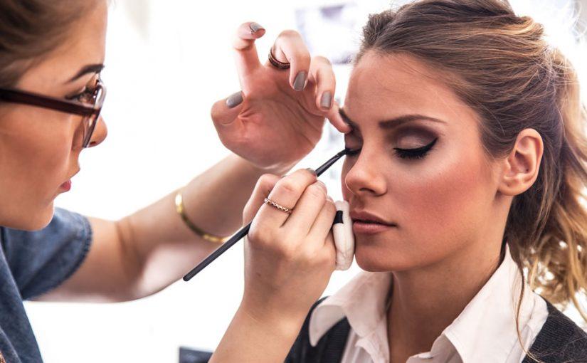ویژگی های یک آرایشگر موفق زنانه